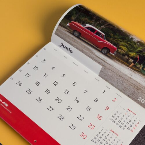 Calendario de pared encuadernado en grapa impreso en color A3