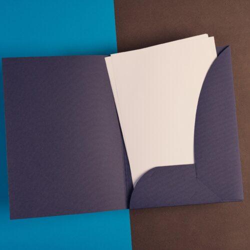 Carpeta corporativa con troquelado especial y solapas para documentación voluminosa