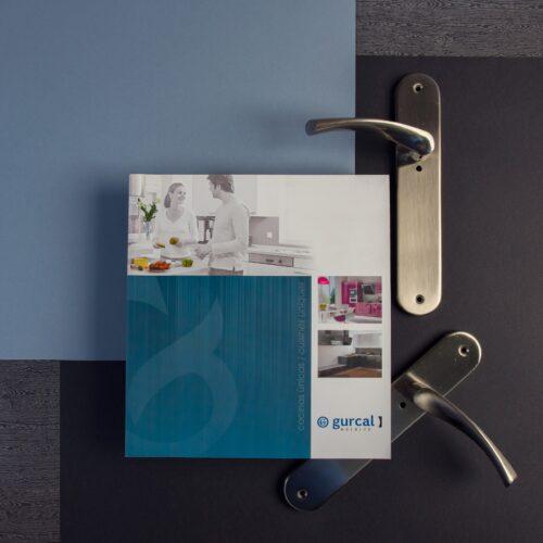 Catálogo de producto impreso en cuatricromía