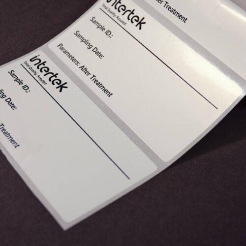 Etiquetas autoadhesivas en bobina impresas en un color